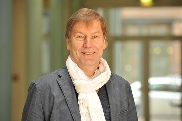 Dr. Gernot Barth